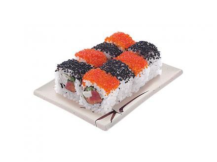 Шахматы: Лосось, тунец, тамаго, огурец, икра летучей рыбы, черный кунжут | суши, роллы, сашими