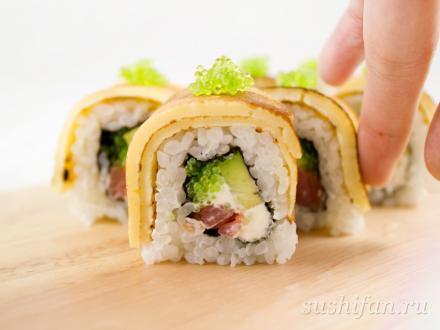 Урамаки в яичном блине | суши, роллы, сашими
