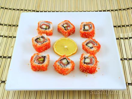 Ролл с семгой, сыром и грушей в масаго | суши, роллы, сашими