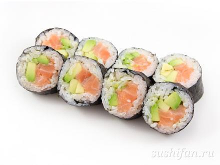 Большой ролл с лососем и авокадо | суши, роллы, сашими