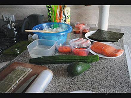 Подготавливаем продукты для роллов | суши, роллы, сашими