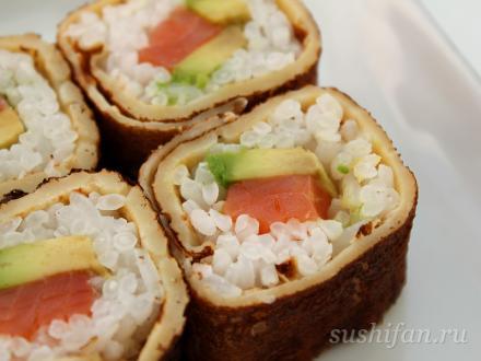 Ролл в блине с авокадо и семгой | суши, роллы, сашими