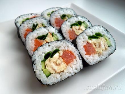 Большой и толстый ролл с семгой и томаго | суши, роллы, сашими