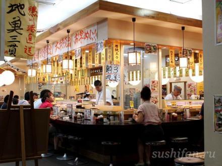 Стойка возле мастеров суши   суши, роллы, сашими