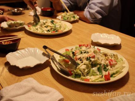Раскладываем салат | суши, роллы, сашими